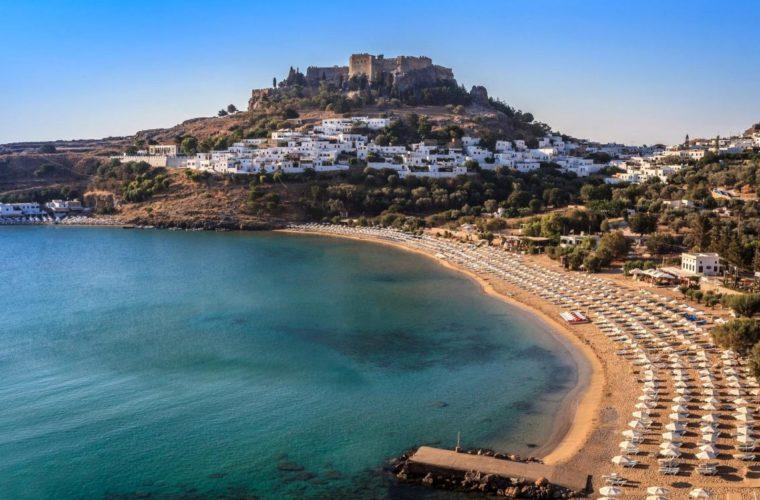 """Κρήτη και Ρόδος κρατούν τις """"Θερμοπύλες"""" στον τουρισμό"""