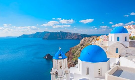 Η Σαντορίνη ο πιο ακριβός προορισμός στη Μεσόγειο τον Απρίλιο