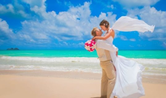 Cosmopolitan: Δύο ελληνικά νησιά στους 14 top προορισμούς για οικονομικά γαμήλια ταξίδια