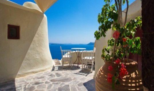 Η Airbnb «κατακτά» τις τουριστικές περιοχές- Δείτε τους χάρτες σε Κέρκυρα, Μύκονο, Σαντορίνη, Κρήτη, Ρόδο και Χαλκιδική