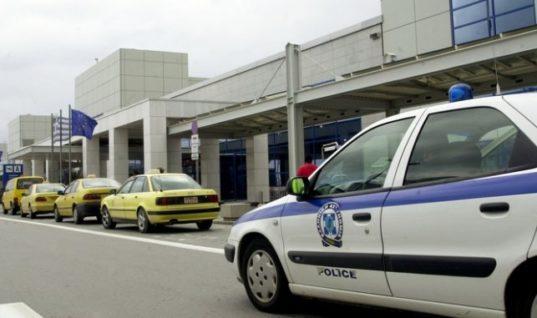 Οδηγοί ταξί πλακώθηκαν στην πιάτσα-Αυτή η εικόνα ποιον τιμά κύριε Λυμπερόπουλε ; (Βίντεο)