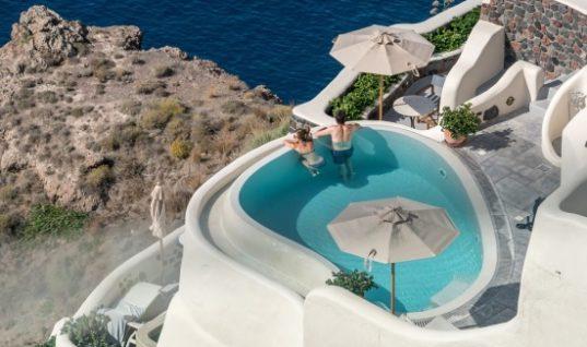 Οι ακτές της Μεσογείου λυγίζουν υπό το βάρος του τουρισμού και του real estate