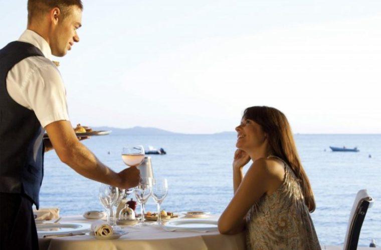 Κρήτη: Πρωτοφανής αύξηση της εργασίας ανηλίκων στον τουρισμό