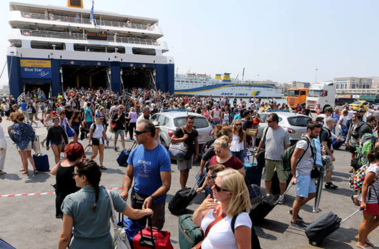 Κορυφώνεται η έξοδος των εκδρομέων του Αυγούστου – Γεμάτα τα πλοία για Κρήτη