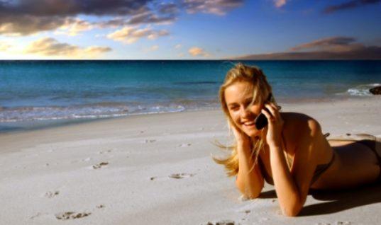 Ποιες συμπεριφορές τουριστών ενοχλούν τους συνταξιδιώτες τους
