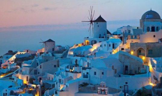 Οι τουρίστες αυξάνονται, οι τουριστικές εισπράξεις μειώνονται