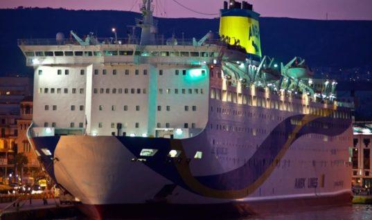 Φωτιά σε πλοίο της ΑΝΕΚ – Στο κατάστρωμα με σωσίβια οι επιβάτες(Pics)