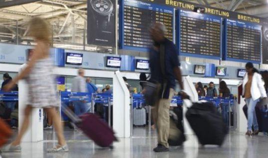 «Μάχη» των αεροπορικών για υψηλότερα μερίδια από τον τουρισμό