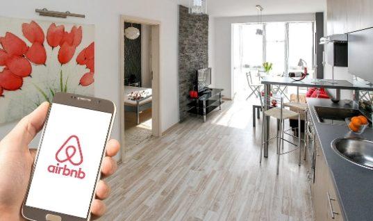 Airbnb: Η νέα πλατφόρμα διευκολύνει τις μισθώσεις στην Ελλάδα- 1,4 εκατ. χρήστες ήρθαν το 2017