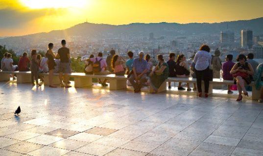 Πώς η Βαρκελώνη αντιμετωπίζει τον υπερ-τουρισμό
