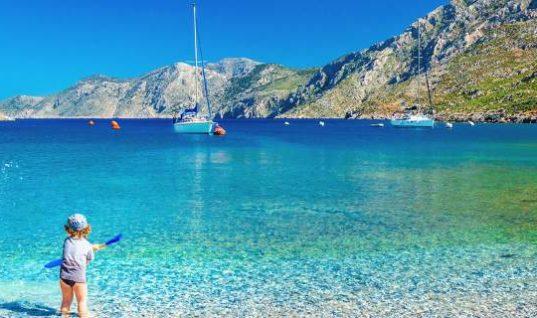 Οι Βρετανοί ψηφίζουν ως «καλύτερο προορισμό οικογενειακών διακοπών» την Ελλάδα (Pics)