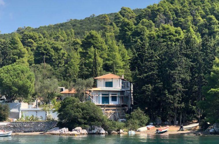Στη Σκόπελο αγοράζουν παράγκες έναντι 1 εκατ. ευρώ!