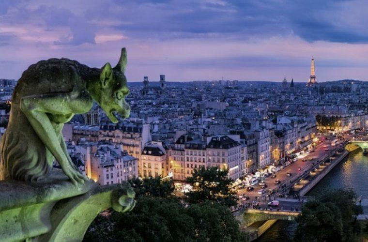 Το Παρίσι εξετάζει την απαγόρευση μισθώσεων Airbnb στο κέντρο της πόλης