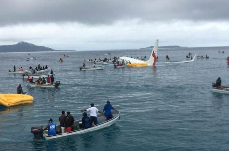 Έκτακτη προσγείωση αεροσκάφους σε λιμνοθάλασσα της Μικρονησίας (pics)