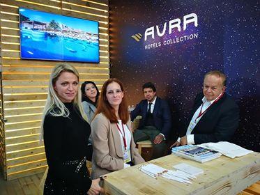 Το περίπτερο της AVRA με τον κ. Κριτσωτακη και την κα Κριτσωτακη