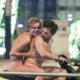 Χολιγουντιανό ζευγάρι έκανε ολόγυμνο βόλτα στην Αθήνα πάνω σε σκούτερ