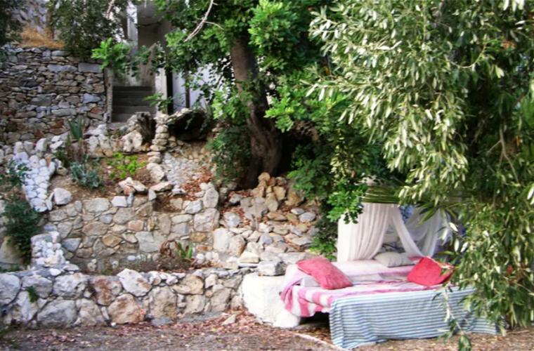 Το Airbnb που έχει μόνο ένα… κρεβάτι είναι στην Κρήτη!