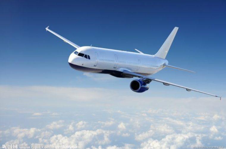 Επιβάτης άνοιξε την πόρτα αεροπλάνου για να πάρει… αέρα! (video)