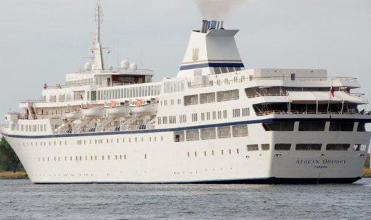 """Κρουαζιερόπλοιο """"έμεινε"""" στην Σούδα λόγω βλάβης"""