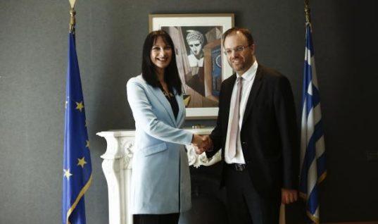 Ανέλαβε σήμερα τα καθήκοντα του ο νέος υπουργός Τουρισμού κ. Θανάσης Θεοχαρόπουλος.