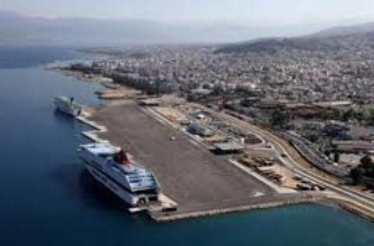 Πλοίο προσέκρουσε στο λιμάνι της Πάτρας
