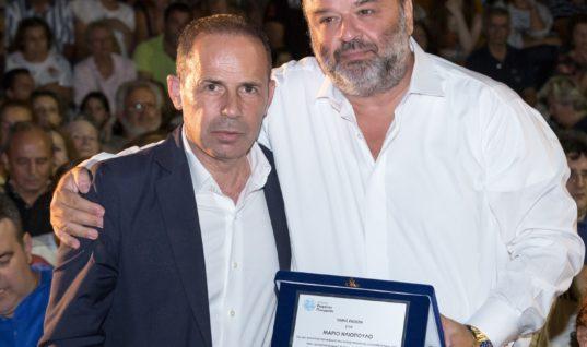 O Μάριος Ηλιόπουλος βραβεύεται για τη συνολική προσφορά του στους πληγέντες της εθνικής τραγωδίας στο Μάτι