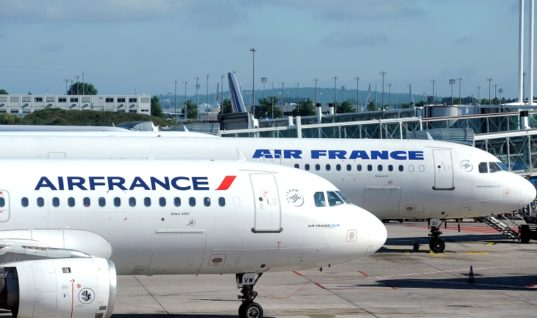 """""""Περιβαλλοντικός φόρος"""" από το 2020 στις πτήσεις που αναχωρούν από γαλλικά αεροδρόμια"""