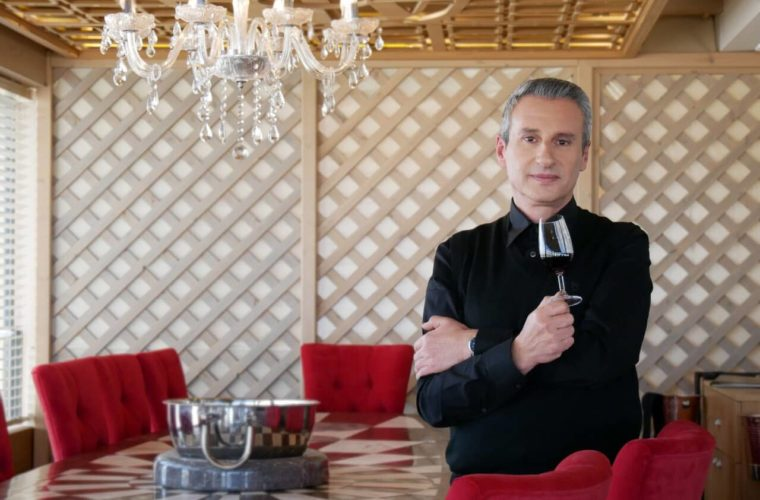 Ο αναγνωρισμένος σεφ, Πέτρος Κοσμαδάκης αποκαλύπτεται…