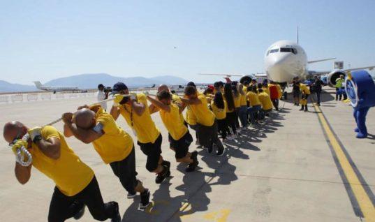 Στον Διεθνή Αερολιμένα Αθηνών «Ελευθέριος Βενιζέλος»… τραβήξανε ένα αεροπλάνο για καλό σκοπό!