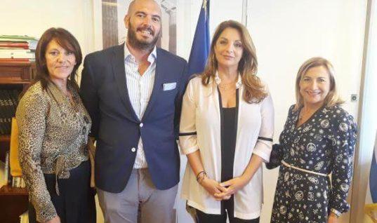 Συνάντηση της Άντζελας Γκερέκου με αντιπροσωπεία της Ένωσης Ξενοδόχων Αθηνών
