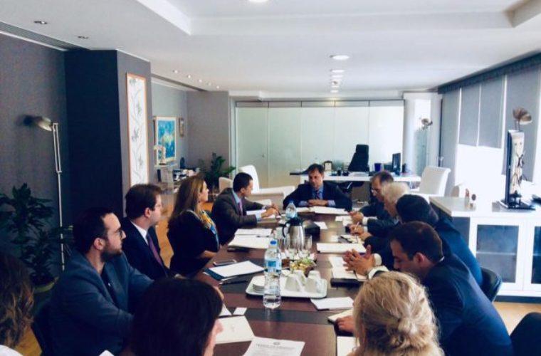 Συνάντηση Θεοχάρη – Περδίου για την τουριστική συνεργασία Ελλάδας – Κύπρου