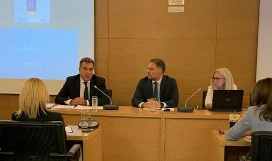 Συνάντηση και συνεργασία του Μάνου Κόνσολα με τη διοίκηση του Ξενοδοχειακού Επιμελητηρίου