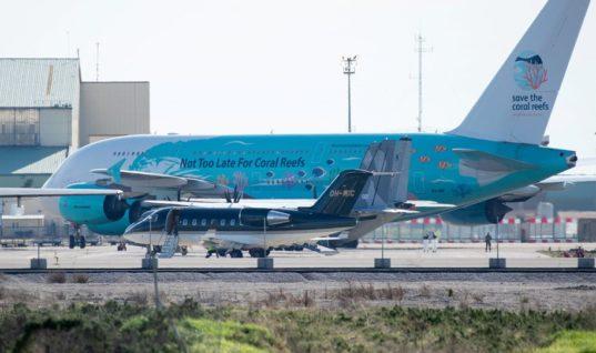 Κορωνοϊός: Έφθασε το αεροπλάνο που μεταφέρει 250 Ευρωπαίους πολίτες – Ανάμεσά τους και ένας Έλληνας