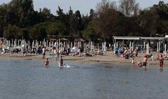 Κορωνοϊός: Κλείνουν οργανωμένες παραλίες και χιονοδρομικά κέντρα μετά τον συνωστισμό!